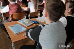 Визит врио губернатора Курганской области Шумкова Вадима в Шадринск, урок, парта, школа, школьники, шумков вадим