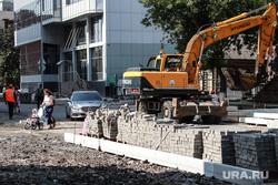 Ремонт улицы Комсомольской. Тюмень, экскаватор, ремонт дороги