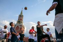 Футбольные болельщики в Москве, футбол, спасская башня, стритбол, красная площадь, чемпионат мира 2018