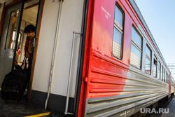 Железнодорожный вокзал Екатеринбурга, поезд, электричка, пассажир, ржд, железнодорожный транспорт, провоз багажа