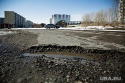 Дороги города через год после замены полотна. Сургут  , яма на дороге, улица салманова