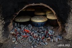Ханты Сургутского района, семья Клима Кантерова. Лянтор, хлеб в печи, выпечка хлеба