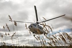 Предварительное голосование на хантыйских стойбищах. Сургутский район , вертолет, поле, посадка, ми 8