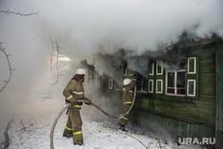 Пожар в Первоуральске, дым, тушение пожара, пожарные
