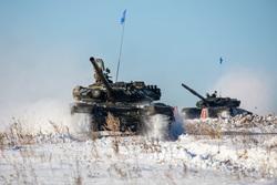 Около 1000 военнослужащих ЦВО начали состязания в отборочном этапе конкурса «Танковый биатлон» , танк