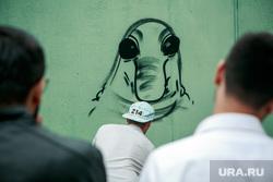 Граффити художника Алекса 214арт с изображением болельщиков, ставших мемом на матче Россия-Испания. Москва, ждун