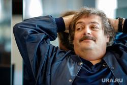 Интервью с Дмитрием Быковым. Екатеринбург, быков дмитрий, руки за голову
