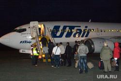 Аэропорт. Курган, самолет, посадка пассажиров, utair, ютейр