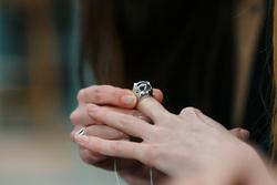 Public talk Алены Долецкой и ювелира Натальи Брянцевой. Екатеринбург, рука, кольцо, перстень