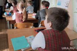Визит врио губернатора Курганской области Шумкова Вадима в Шадринск, ученики, школа, школьные парты