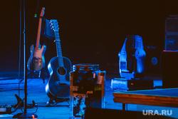 Концерт LP в Екатеринбурге, гитара, сцена