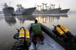 В главной базе Северного флота впервые заступил на боевое дежурство новый отряд по борьбе с подводными диверсантами, десант, водолазы, военный корабль