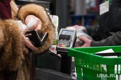 Открытие супермаркета «Перекресток». Екатеринбург, платежный терминал, покупатель, продуктовый магазин, касса, безналичный расчет, покупки, кошелек, оплата, корзина с продуктами, супермаркет