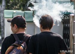 Виды Екатеринбурга, дым, молодежь, курение, курильщик
