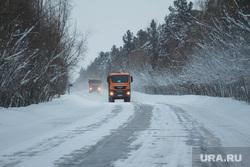 Клипарт. ХМАО, зима, шоссе, трасса, грузовик на трассе, тракт, дорога