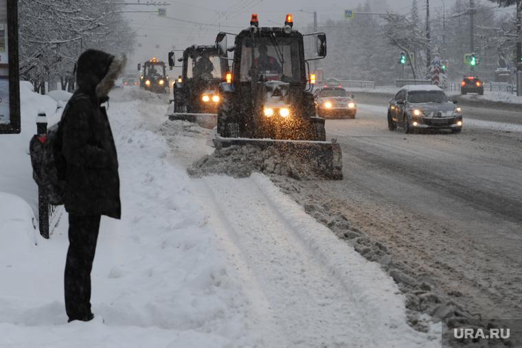 Снегопад. Челябинск, снегоуборочная техника, снегопад, климат, погода, метеоусловия