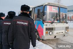 Профилактическое мероприятие «Автобус» Дорожные полицейские проверяют соответствие технического состояния. Курган, пазик, автобус, паз, маршрутка, маршрутное такси, полиция, проверка документов