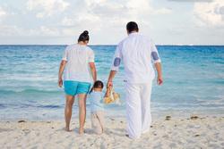 Открытая лицензия от 09.09.2016. семья, семья, море, берег, родители, пляж, дети