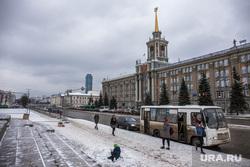 Парковку на Площади 1905 года закрыли для строительства ледового городка. Екатеринбург, администрация екатеринбурга, автобусная остановка