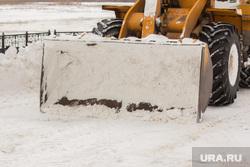 Разное. Ханты-Мансийск., уборка снега, трактор, ковш