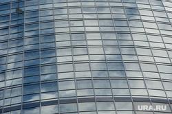 Хайлайнер Максим Кагин прошел по канату между башнями ЖК Чемпион-парк. Екатеринбург, стекло, окна