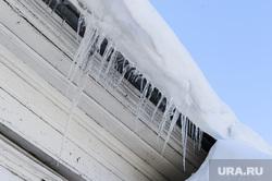 ЖКХ. Сосульки. Снег на крыше. Челябинск, жкх, зима, сосульки на трубе, снег