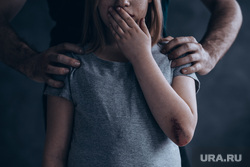 Педофил, детское насилие, показ мод, подиум, модели, педофилия, педофил, детское насилие