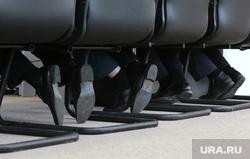 Врио губернатора Решетников в Кудымкаре. Пермь, чиновники, стулья, ноги под столом, министры, ноги
