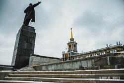 Парковку на Площади 1905 года закрыли для строительства ледового городка. Екатеринбург, памятник ленину, администрация екатеринбурга