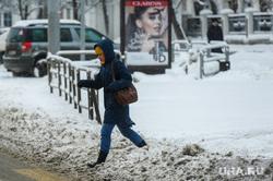 Дороги после снегопада. Челябинск, снег на тротуаре, грязь, снег на дороге, снегопад, грязный снег
