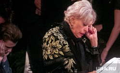 Вдову Караченцова госпитализировали