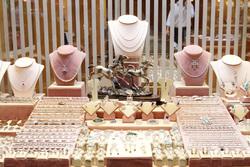 Антиквариат, старые книги, папа римский, ювелирные украшения, ювелирные изделия, ювелирная продукция, витрина с ювелирными изделиями