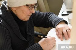 Виды Новоуральска, Свердловская область, пенсионерка, старушка, бабушка, художник, иконописец, женщина в возрасте