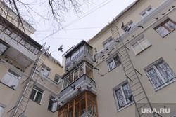 ЖКХ. Снег. Сосульки. Челябинск., голуби, дом, сосульки, балкон, жкх