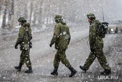 Первая официальная репетиция парада на улице Новосибирская 2-ая. Екатеринбург, снегопад, солдаты маршируют, радист, военные