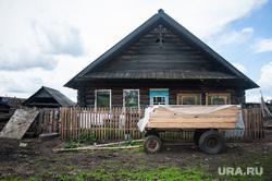 Многодетная семья фермеров из Нижнего Тагила. Свердловская область, деревня Черемшанка, деревянный дом, деревня, изба, село, сельская местность, деревенский дом