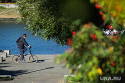 Виды Екатеринбурга, набережная, велосипедист, велопрогулка, активный отдых
