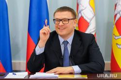 Пресс-конференция врио губернатора Алексея Текслера. Челябинск, улыбка, портрет, жест рукой, текслер алексей