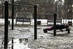 Парк Зеленая роща. Екатеринбург, турники, зарядка, спортивная площадка, отжимание, воркаут, тренировка, массовый спорт