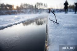Заготовка льда для новогоднего городка в Екатеринбурге. Северка, зима, водоем, мороз