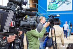 Комарова и Якушев. Окружная больница и МФЦ. Нижневартовск., журналисты, пресса, камеры
