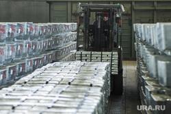 Пресс-тур на Челябинский цинковый завод. Челябинск, склад, погрузчик, рабочий, цинк, металлург, литейный цех