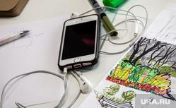 Архитектурная студия «ROCK» Екатеринбург, рисунок, канцтовары, рабочий стол, смартфон