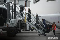 Первый прямой самолет с Китая: Хайнаньские авиалинии. Екатеринбург, посадка пассажиров, трап