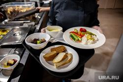 Бесплатные обеды на открытии ресторана самообслуживания «Все здесь». часть. Екатеринбург, столовая, хлеб, обед, еда