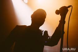 Концерт группы Tesla Boy в «Доме Печати». Екатеринбург, микрофон, вокал, tesla boy, певец