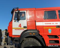 Городская свалка. Экологи исследуют квадрокоптером, пожарные дежурят на случай возгорания. Челябинск, пожарная машина