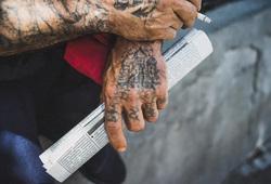 Татуировки на руках бывшего заключенного, бандит, татуировка, заключенный, криминал, руки, зк, преступность