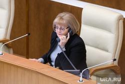 Заседание законодательного собрания Свердловской области. Екатеринбург, бабушкина людмила, разговор по телефону, портрет