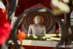 Мемориал по погибшим в теракте у посольства Социалистической Республики Шри-Ланка. Москва, будда, траур, цветы